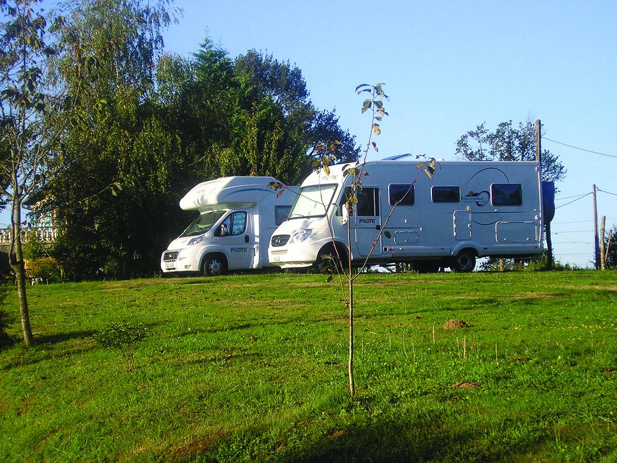 la ferme de brossard muse prs de brive la gaillarde corrze camping car d 39 htes. Black Bedroom Furniture Sets. Home Design Ideas