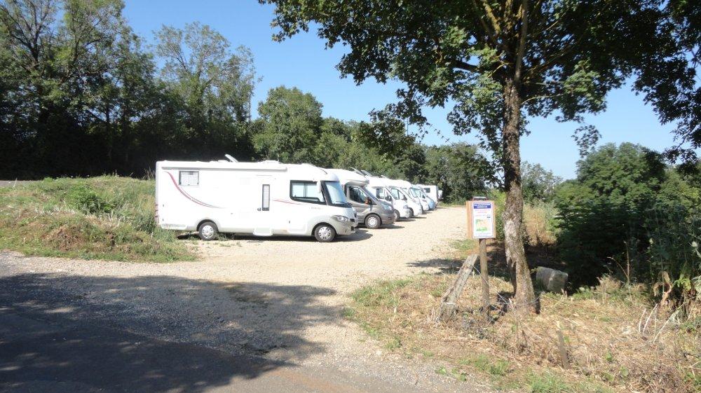 aire de camping car de bozouls aire municipale pr s de rodez aveyron camping car d 39 h tes. Black Bedroom Furniture Sets. Home Design Ideas
