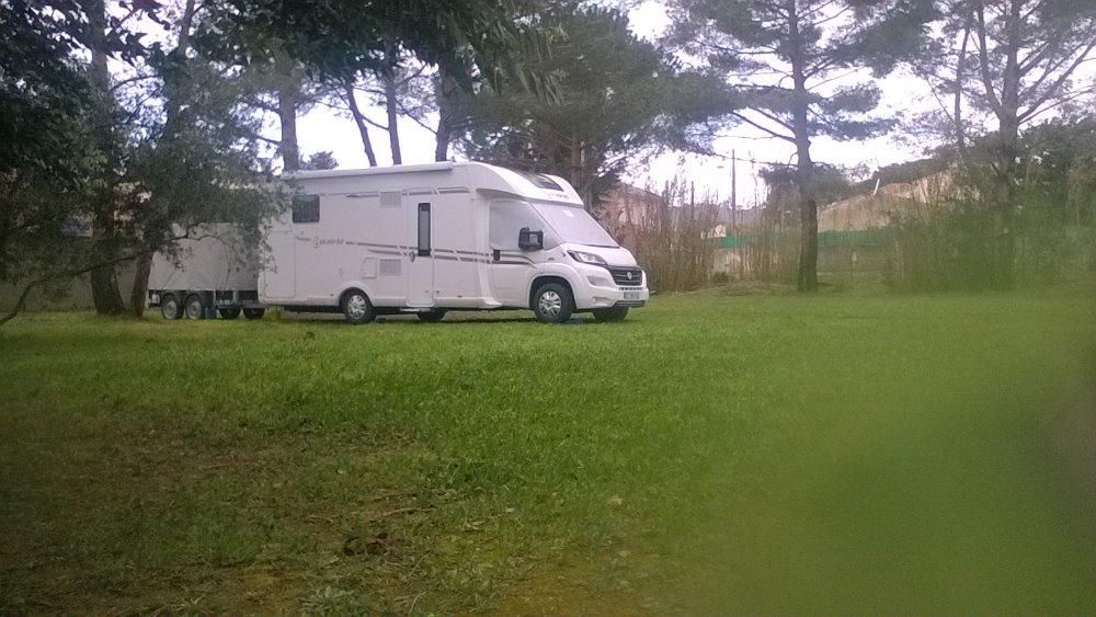 clos mireille aire priv e pr s de toulon var camping car d 39 h tes. Black Bedroom Furniture Sets. Home Design Ideas